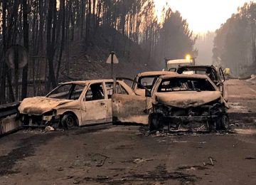 Burned cars are seen on a local road during a forest fire near Pedrogao Grande, Portugal June 18, 2017. REUTERS/Guillermo Martinez - RTS17KUN