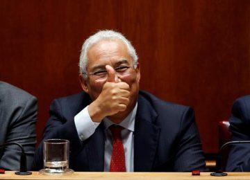 portugal-parliament-debate-minister-antonio-budget-gestures_df51b898-d380-11e6-a877-a82e4b02bda2